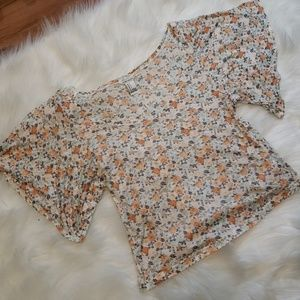 🔥●3 FOR $9●🔥New! Floral Slightly Cropped Top S